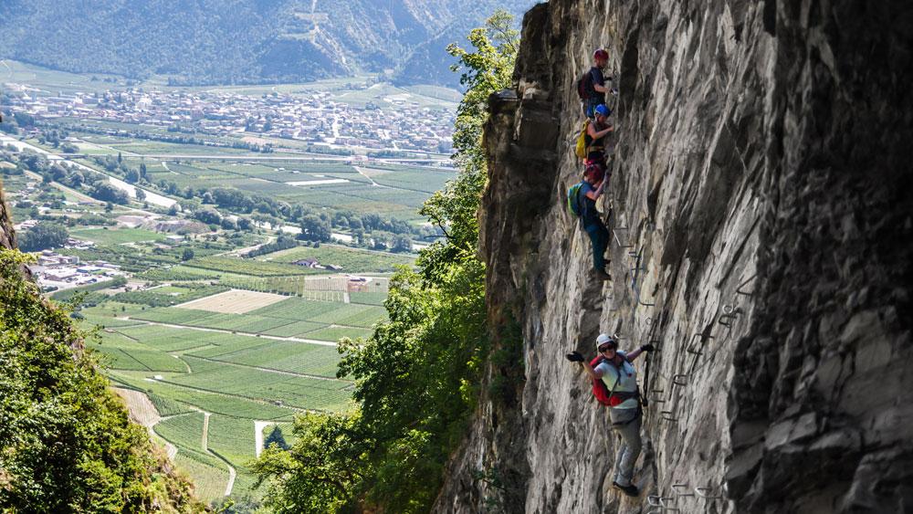 Denk Kletterausrüstung : Klettersteig urlaub in den schweizer alpen im wallis